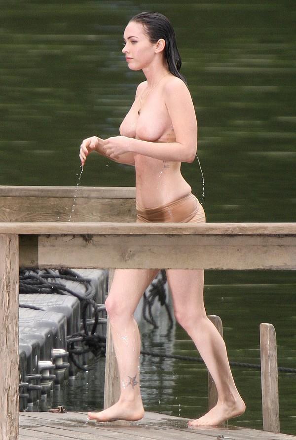 Отловили Меган Фокс (Megan Fox) на бережку...