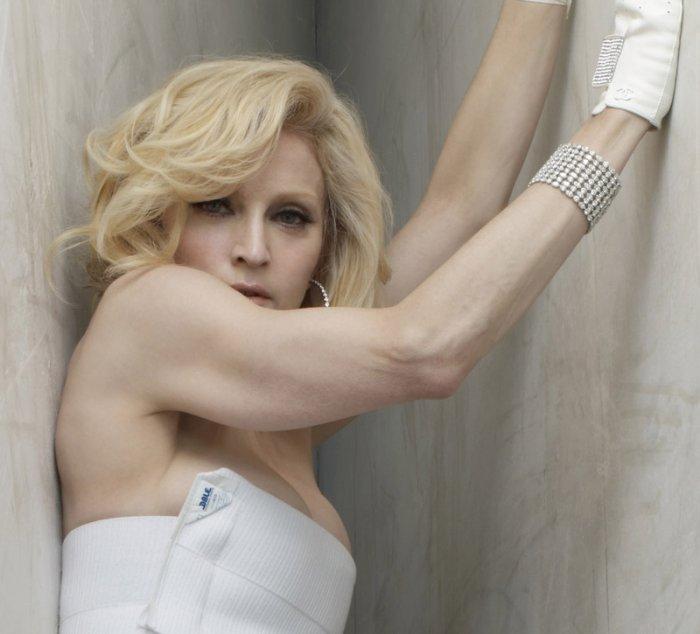 Мадонна не успокаивается