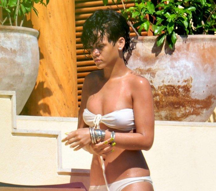 Rihanna в бикини