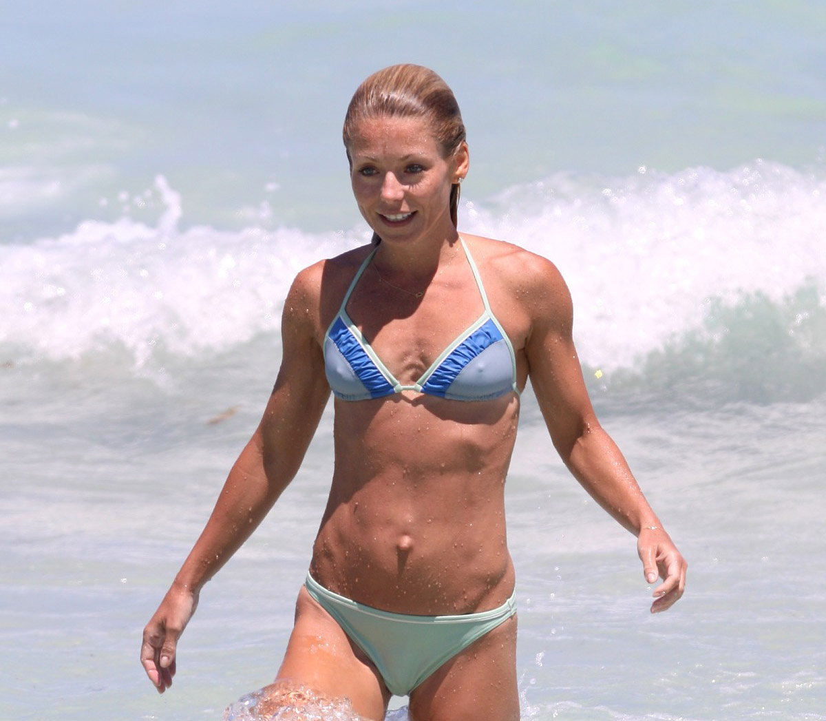 Kelly osbourne bikini pics