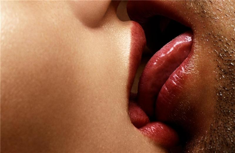 Порно фото поцелуев