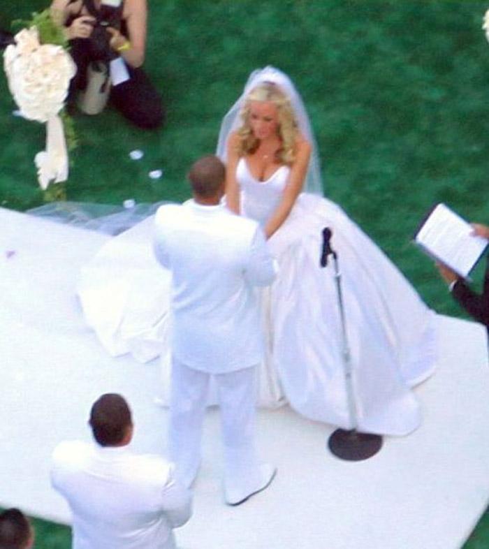 Примерка свадебного платья (11 фото) .