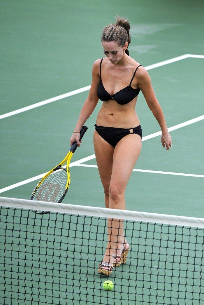 Jennifer Love Hewitt играет в теннис