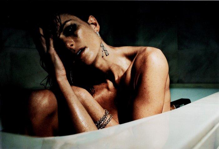 Обнаженная Мариша Миллер в ванной