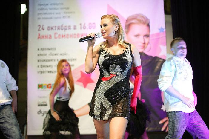 Оригинальное платье Анны Семенович