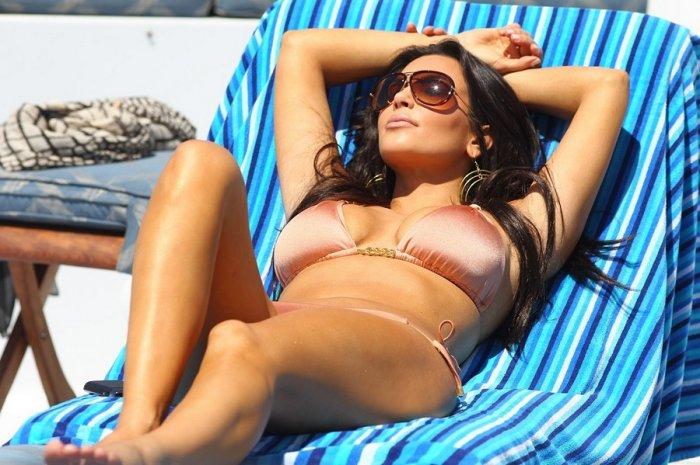 Kim Kardashian в бикини