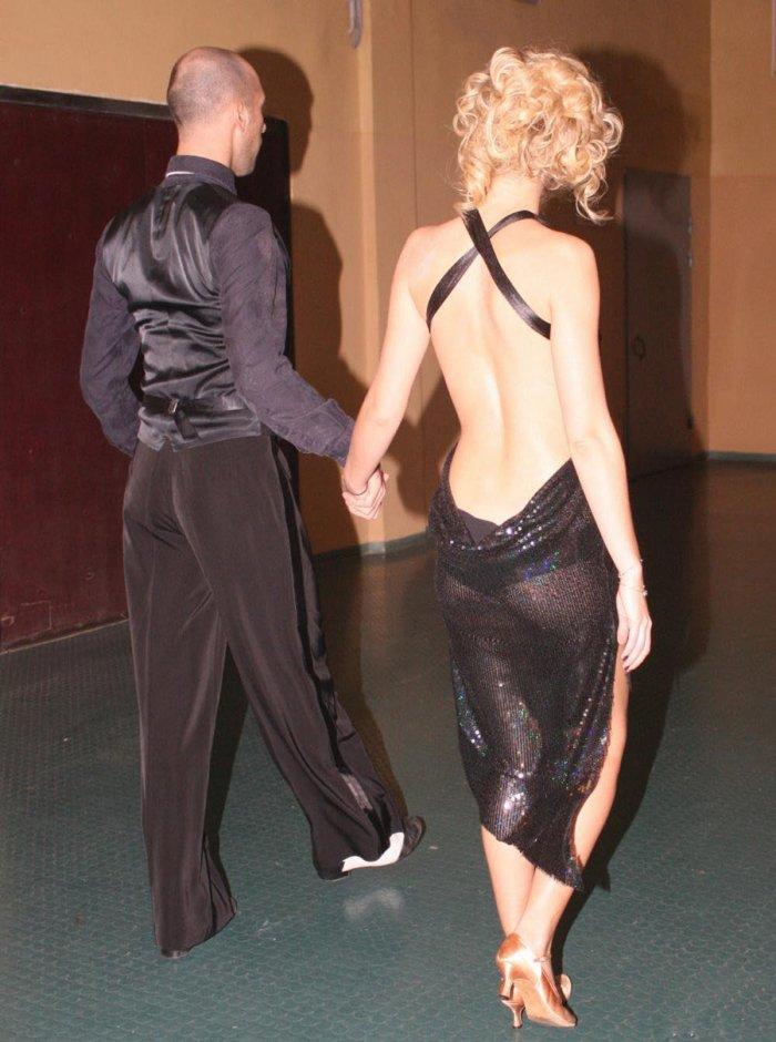 Ксения Собчак раздвигает ноги