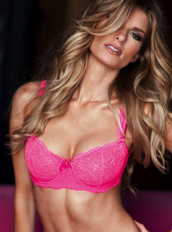 Marisa Miller в розовом белье