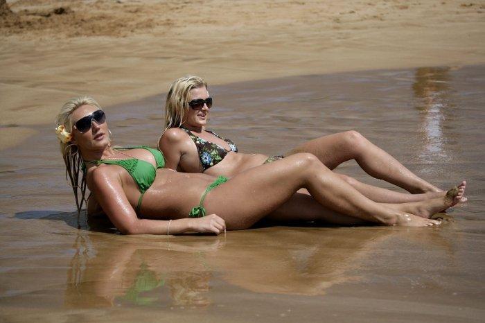 Брук Хоган на пляже