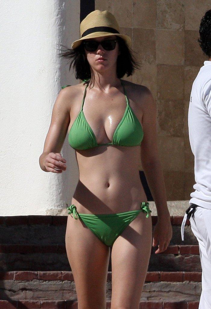Кэти Перри на пляже в 2008 году
