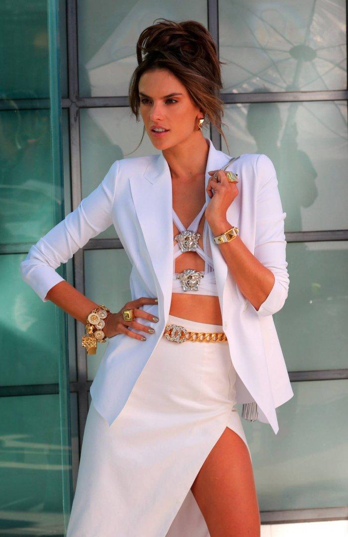 Алессандра Амбросио - Chanel