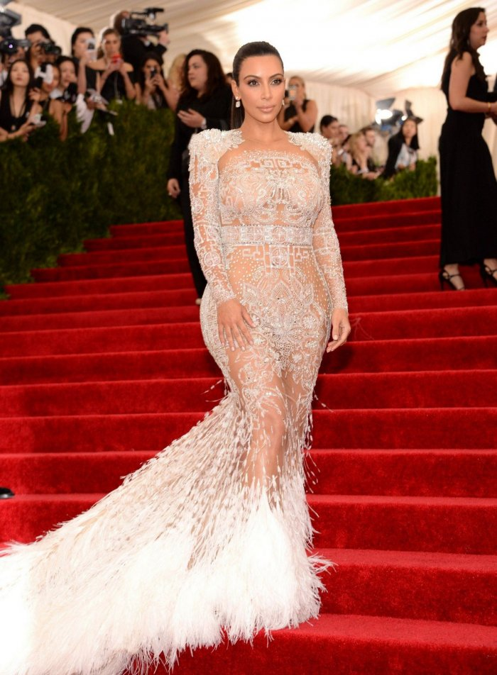 Ким Кардашян в прозрачном платье