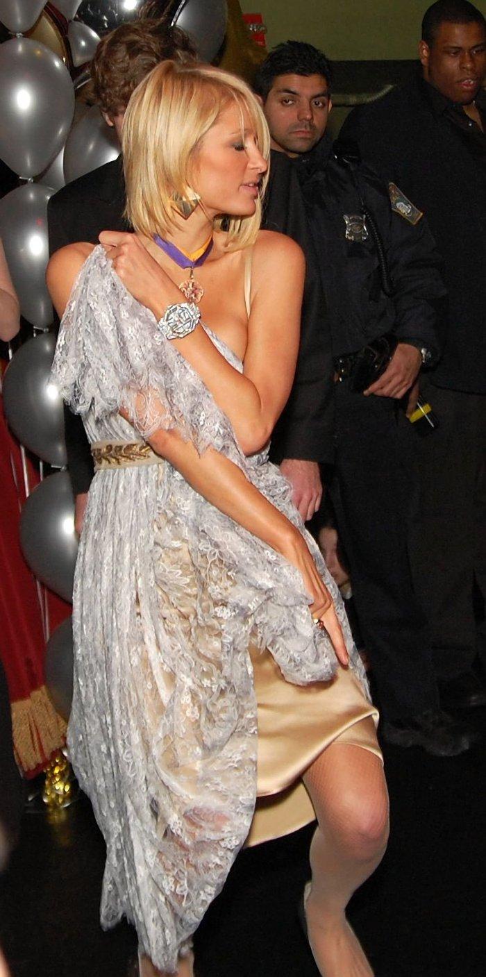 Поёт Paris Hilton