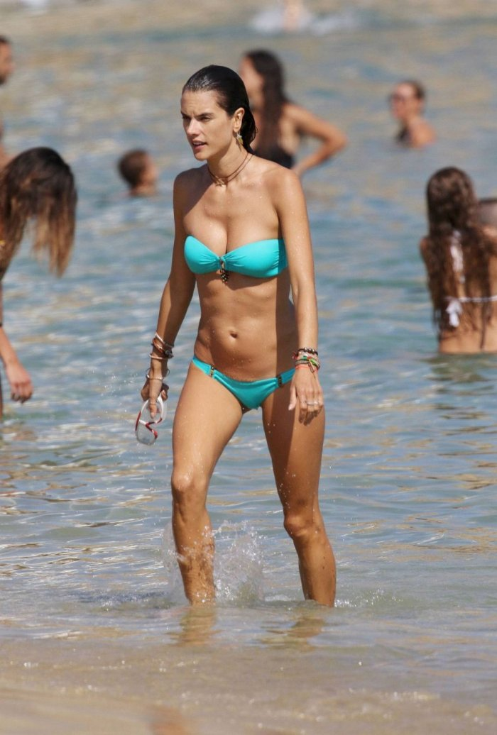 Alessandra Ambrosio в бикини